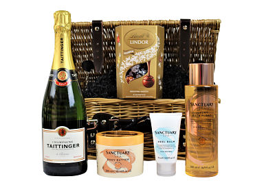 Sumptuous Lindt chocolate truffles accompany your preferred bottle choice within the Pamper Bath Gift Set.  Create your own luxurious Spa Day at home with the Sanctuary Spa products.  Luxury bath float, nourishing body butter and pampering foot cream. Ideal as a gift or to simply to treat yourself.