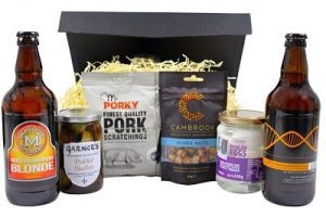 Beer Gifts hamper containing classics such as pickled eggs, pickled onions, pork scratchings, nut and not forgetting a choice of beers!