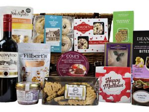 Send your loved ones a basket full of Christmas cheer with our Christmas Greetings Hamper Basket Full of festive delights and tasty treats, mince pies, rich pudding, biscuits, savoury treats, sweets and much more. Whether you send just a basket of food or team it with an Award Winning bottle we have something to delight everyone. This Christmas hamper will be devoured with delight and make a fabulous impression!