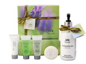 Skin Care Gift Set. The Beautiful Skin Gift Box provides a luxurious skincare range to nourish and hydrate your skin. Add a bottle and chocolates to make this the perfect luxury gift. Includes H2k Beautiful Skin Hand and Body Lotion 250ml x 1 H2k Aromatic Hand and Body Lotion 35ml x 1 H2k Aromatic Conditioning Shampoo 35ml x 1 H2k Aromatic Bath and Shower Gel 35ml x 1 H2k Soft Ginseng soap 20gm x 1