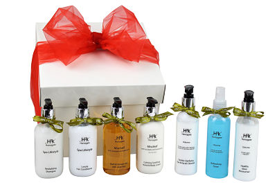 Bath and Facial Gift Box contains a wide range of skin and beauty treatments leaving you invigorated, relaxed and refreshed.