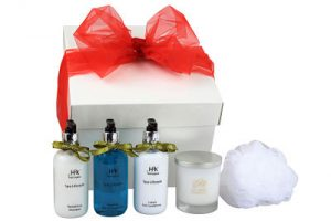 For Her Bath Gift Box. Luxury bath products suitable for sensitive skin - contains H2k Spa Lifestyle Luxury Hair Conditioner 250ml x 1 H2k Spa Lifestyle Revitalising Shampoo 250ml x 1 H2k Spa Lifestyle Soothing Bath & Shower Gel 250ml x1 White Scented Candle x 1 White Body Scrub x 1