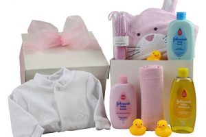Baby Girl gift full of bath time excitement. All the essential ingredients to make bath time fun and includes a sleepsuit, shampoo, baby lotion and more.