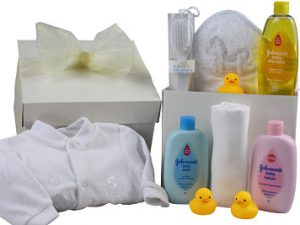 Unisex Baby Gift ideal for a newborn baby and contains a sleep suit and all the essentials for a fun filled bath time.