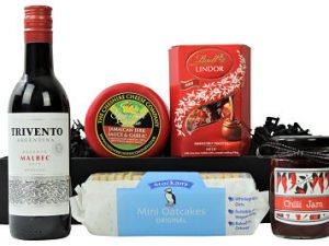 Send a token of your appreciation with the Cheese and Wine Gift Tray. Make this gift truly bespoke for your loved one or colleague by choosing an Award Winning cheese from the Cheshire Cheese Company, a flavoursome chutney and bottle of your choice to accompany the Stockan's mini oatcakes and Lindt luxury chocolate truffles.