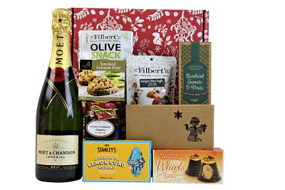 The Christmas Cracker Gift Box is full of yuletide indulgences.  Choose your preferred bottle and flavour of pate from our carefully selected range to accompany delightful Christmas treats. Award Winning Mr Filbert's black truffle nuts.  Farmhouse Biscuits savoury crackers to accompany the delicious pate and a festive chutney from Highfield's Preserves. Sweet delights from Mr Stanley's and Hadleigh Maid are just a small selection of luxury festive delights.  Presented in a Christmas themed box making this a bespoke gift for your loved one or colleague.