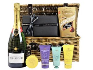 Indulge yourself with the Champneys Spa Favourites Gift Hamper. A luxury selection of hand and body products from Champneys Health Spa. Paired with the bottle and Lindt chocolate truffle box of your choice and you have created a pampering gift for a delicious indulgent treat.