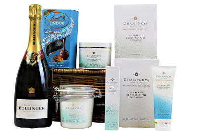 Inside this willow gift basket we have the Champneys Health Spa Professional Collection range. The perfect collection of spa products to relax and pamper yourself after a hard day. Add a bottle of something nice to accompany a sweet delight and you have created the perfect pampering treat.