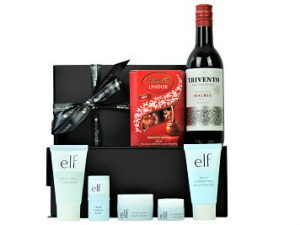 The e.l.f Jet Set Pamper Box includes a mini range of indulgent super hydrating e.l.f skincare products.  Add a delicious chocolatey treat and a mini bottle of your choosing to create a delightful mini pampering gift.