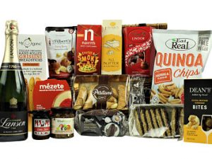 Send The Chelsea Gift Hamper to a loved one or colleague and delight them with the fantastic tasty choice inside. Amazing foods from Dean's, Franks Luxury Biscuits, Eat Real, Lindt Chocolatiers and Positano to name but a few. Add your preferred bottle and favourite flavours of pate and chutney and savour this selection of gourmet foods. This hamper basket is packed full of deliciousness and is the perfect treat for any foodie.