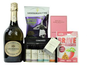 The Cowshed Pampering Treats Box is an introduction to this superb Cowshed bath and body range. Featuring softening shampoo and conditioner, relax calming bath and shower gel, relax calming body lotion and active invigorating bath & shower gel for spa level pampering on the go. Add your preferred bottle to accompany some luxurious snacks from Savoursmiths and Brave alongside truly scrumptious House of Dorchester chocolates. Presented in a black lidded box.