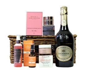 For the ultimate facial the Revolution Skincare Pampering Treat basket is a must! We have teamed four exciting Revolution skincare products with luxurious House of Dorchester chocolates and a bottle of your choosing to create the perfect facial pampering treat.