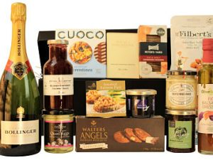 Perfect for any discerning food lover The Winchester Luxury Food Gift Box is teaming with luxurious delights. Elsinore caviar, Clarence Court quails eggs, Royal Selection Belberry gourmet sauce. Smoked salmon pate, tangy Highfield chutney accompany the Peter's Yard Award Winning sourdough crackers. House of Dorchester luxury chocolates, decadent biscuits from Walters Angels and salted caramel Florentines from Cuoco to name but a few. Add a bottle from our fantastic selection to create an extra special gift. Presented within a black lidded hamper box.